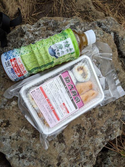 助六寿司+お茶(660円)